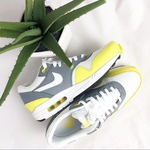 Nike air max 1 essential cool grey yellow